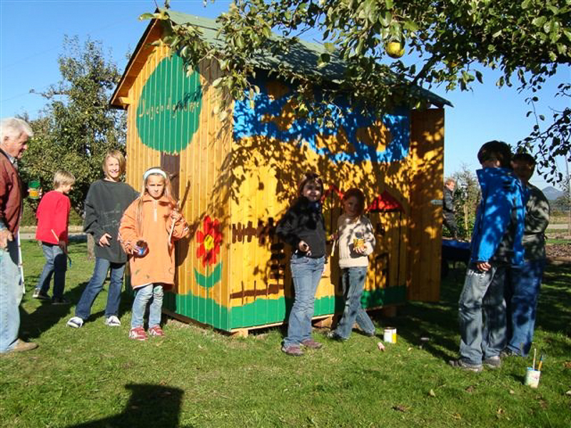 Die frisch bemalte Hütte unserer Jugendgruppe